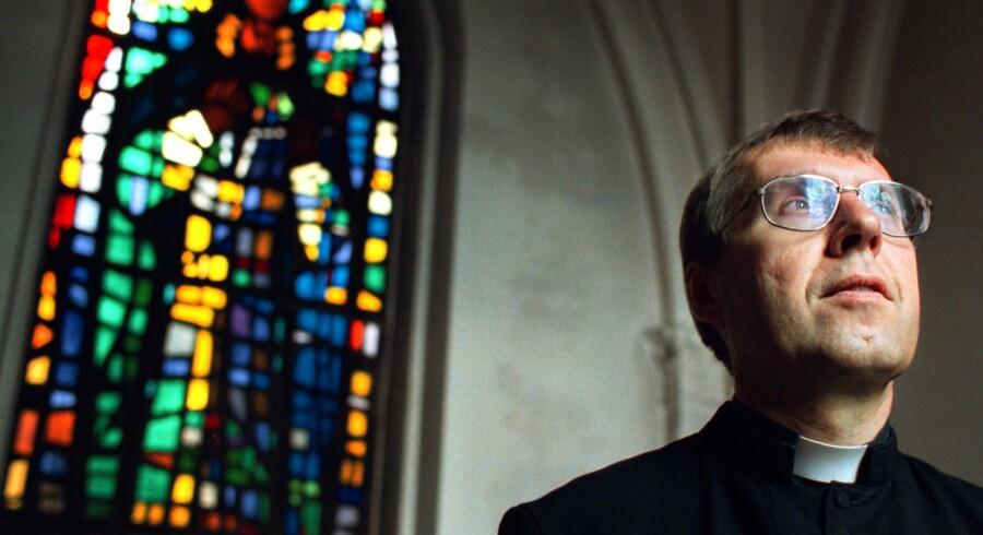 ARKIV - Den katolske kirke i Danmark vil nu åbne det hemmelige arkiv, så en uvildig advokat kan undersøge 17 sager om seksuelt misbrug tilbundsgående.