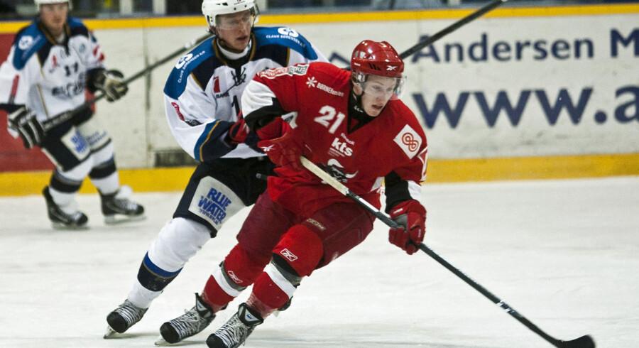 Kirill Starkov (tv.) er en af tre ishockeyspillere, som nu er blevet idømt bøder og karantæner af Danmarks Idrætsforbund for omfattende matchfixing. Arkivfoto