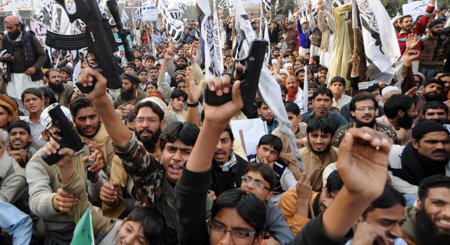 Tilhængere af Jamaat-ud-Dawa, en velgørenhedsorganisation som menes at rumme tilhængere af den forbudte pakistanske grupperingLashkar-e-Taiba, demonstrerer i Lahore, Pakistan.Terrorforsker Magnus Ranstorp fra Sveriges Nationale Forsvarsakademi peger på, at et angreb mod Danmark er en let måde for terrorgrupper at slå deres navn fast i jihad-kredse.