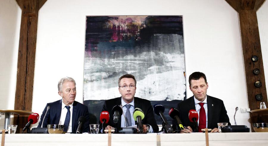16:00 Justitsministeren Morten Bødsgaard, udenrigsministeren Villy Søvndal og forsvarsministeren Nick Hækkerup præsenterer onsdag klokken 16 udkastet til kommissoriet for Irak- og ---- Afghanistankommissionen