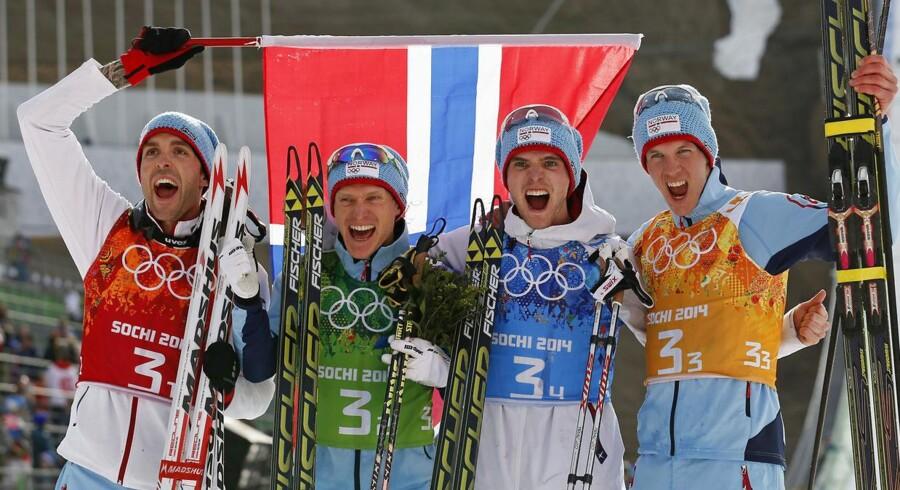 Så jubler nordmændene igen over olympisk guld. Fra venstre mod højre, Magnus Hovdal Moan, Haavard Klemetsen, Jørgen Graabak og Magnus Krog sikrede Norge guldet i den kombinerede holdkonkurrence.