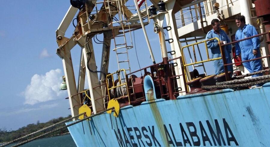 ARKIVFOTO. Der er fundet to døde tidligere Navy SEAL-vagter om bord på Mærsk Alabama, der blev kapret i 2009.