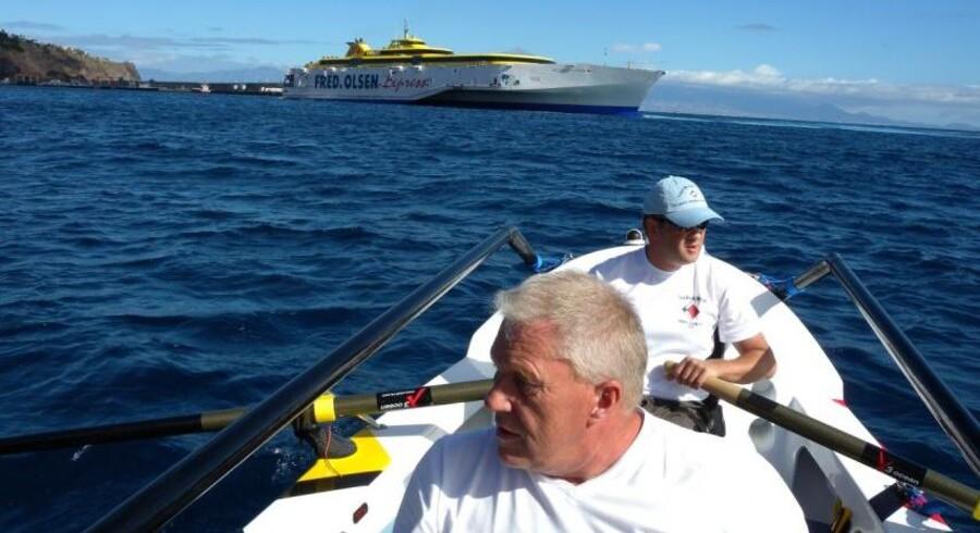 Brian Heron og Ole Elmer er i færd med at krydse atlanten i en robåd som denne.