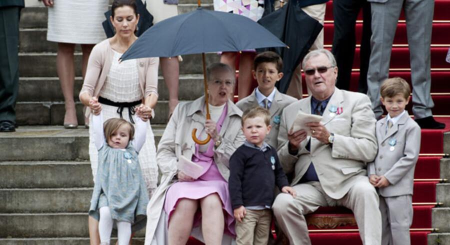 Prins Henriks 75 års fødselsdag. De kongelige overværer paraden på Fredensborg Slot torsdag den 11. juni.
