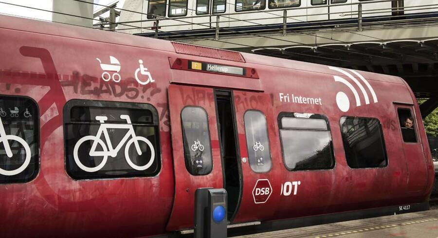 Transportminister Ole Birk Olesen (LA) overvejer at udlicitere S-togsdriften.