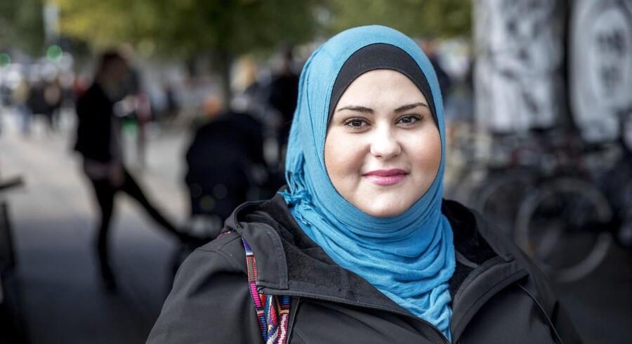 »Personligt ville jeg føle det som en krænkelse af min person, hvis jeg forestiller mig, at jeg pludselig ikke måtte gå med min hijab«, siger 29-årige Nagham Abed-Allatief. Foto: Nikolai Linares