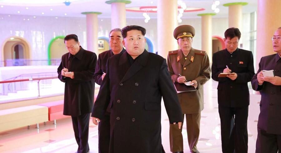 Nordkoreas leder, Kim Jong-un, har sat spekulationer i gang om, hvorvidt landet har udviklet en hydrogenbombe.
