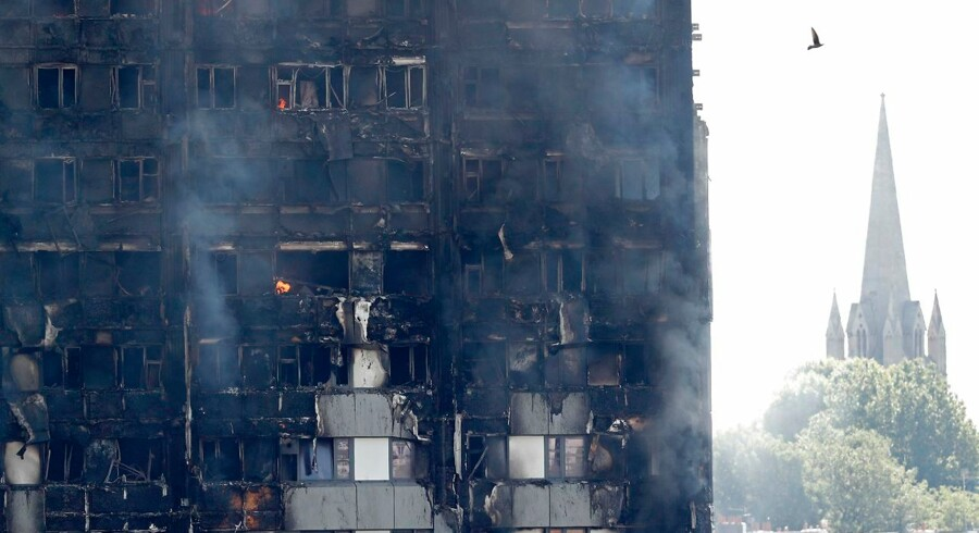 Flames and smoke engulf Grenfell Tower, a residential block on June 14, 2017 in west London. Shaken survivors of a blaze that ravaged a west London tower block told Wednesday of seeing people trapped or jump to their doom as flames raced towards the building's upper floors and smoke filled the corridors. / AFP PHOTO / Adrian DENNIS