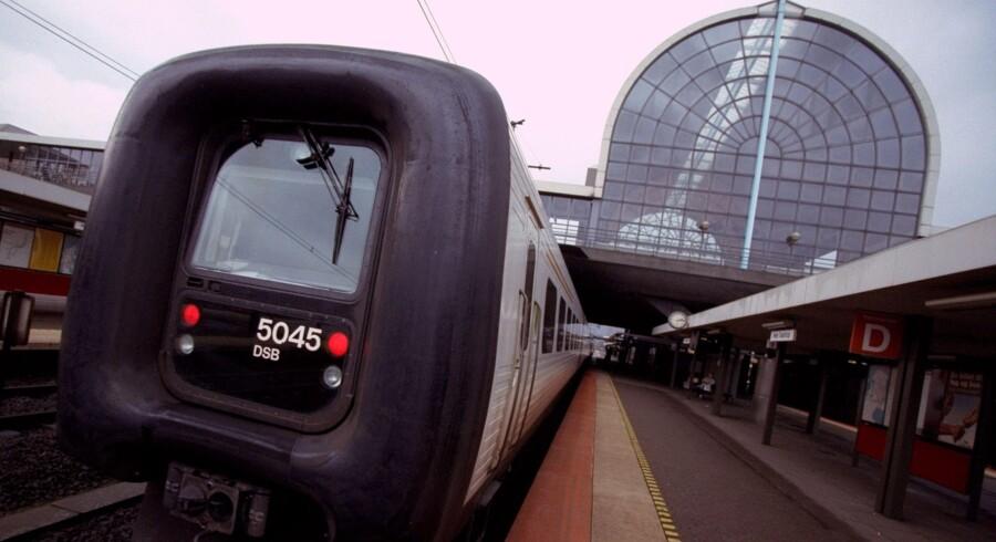Efter en personpåkørsel ved Middelfart holder togene stille på Vestfyn. DSB indsætter togbusser mellem Fredericia, indtil togene kan køre igen. Arkivfoto. Free/Www.colourbox.com