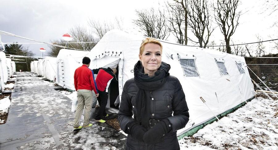 Udlændinge- og integrationsminister Inger Støjberg på teltpladsen i den nyoprettede flygtningelejr hos Beredskabscenter Thisted. Arkivfoto.
