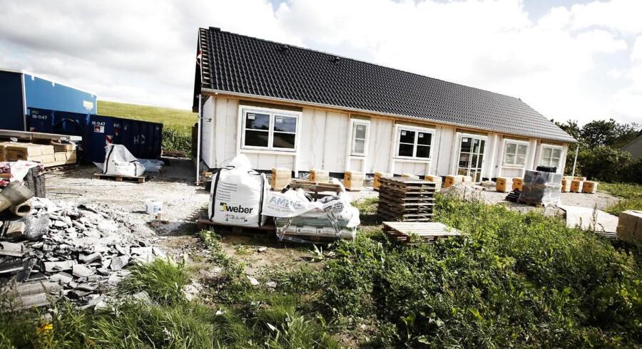 En opgørelse fra boligsiden Boliga viser, at en kvadratmeter nybyg i gennemsnit blev solgt knap 3500 kroner dyrere per kvadratmeter sidste år.
