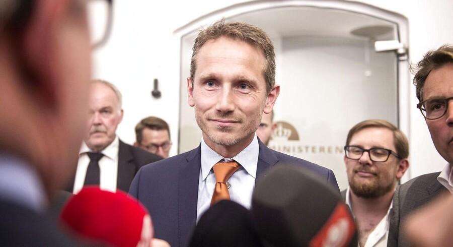 "Finansminister Kristian Jensen (V) erkender, at ordningen dermed ""ikke har været så stor en succes for ministerierne"":"