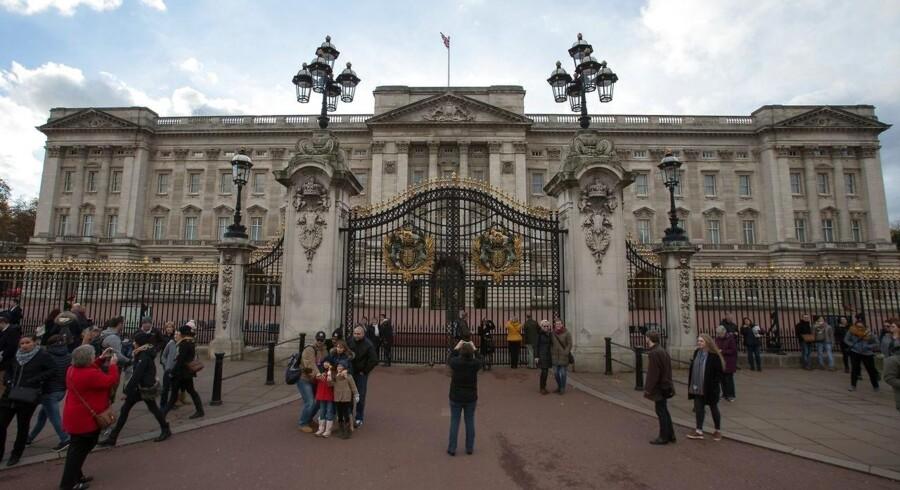 En renovering til tre milliarder kroner skal i løbet af 10 år udskifte og modernisere det indre af Buckingham Palace. Foto: AFP