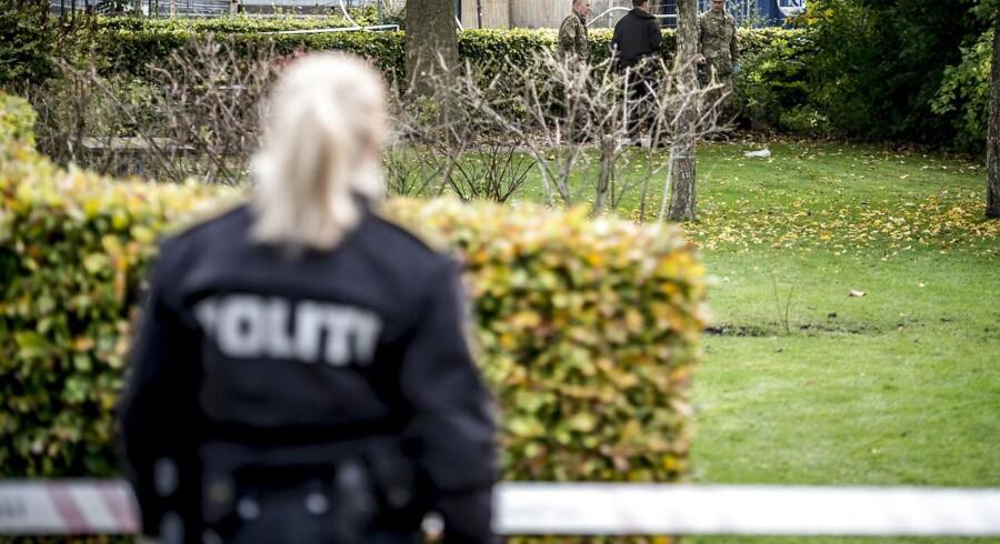 Politiet er tirsdag den 17. oktober 2017 tilstede ved Brinken i Glostrup, efter at nogle bygningsarbejdere mandag eftermiddag fandt et barneskelet i ved Brinken i Glostrup.