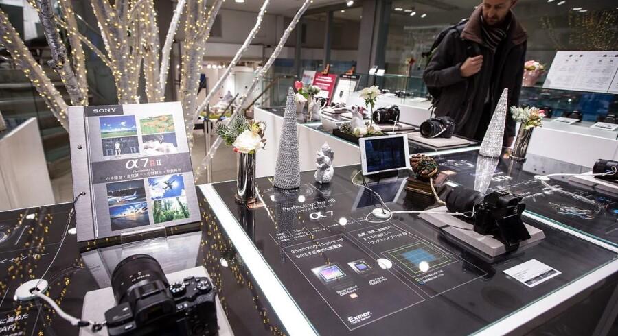Elektronikgiganten Sony producerer kameraer, fladskærmsfjernsyn, tavle-PCer, mobiltelefoner og meget mere, og det er netop bredden, der er med til at sikre, at Sony holder sin position og går frem i Danmark, mener Sonys nordiske direktør. Arkivfoto: Christopher Jue, EPA/Scanpix