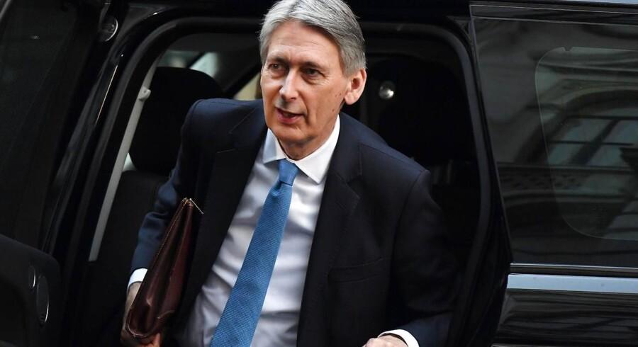 Philip Hammond, den britiske finansminister, har indledt en rundtur i Europa i Oslo med snak om EU-exit.