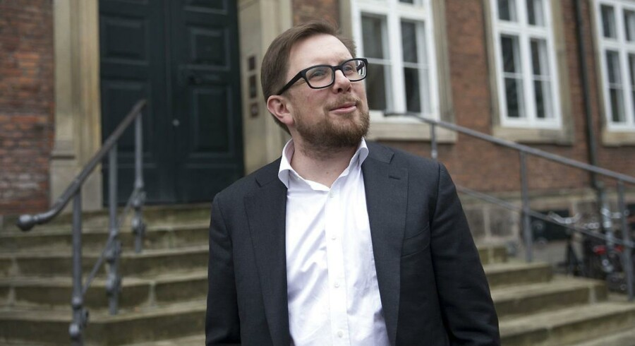 Simon Emil Ammitzbøll-Bille fra Liberal Alliance på trappen til Finansministeriet før forhandlingerne om Finansloven for 2018. 7. december 2017.