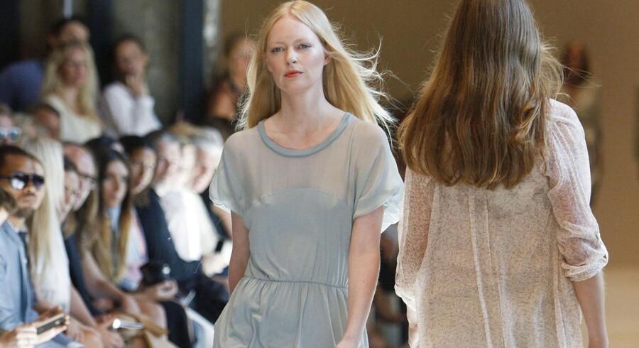 Noa Noa var et meget populært tøjmærke engang og definere stilen i starten af 00'erne, men det er lige præcis det, der giver bagslag nu, siger eksperter. Her fra Københavns modeuge i august 2012.