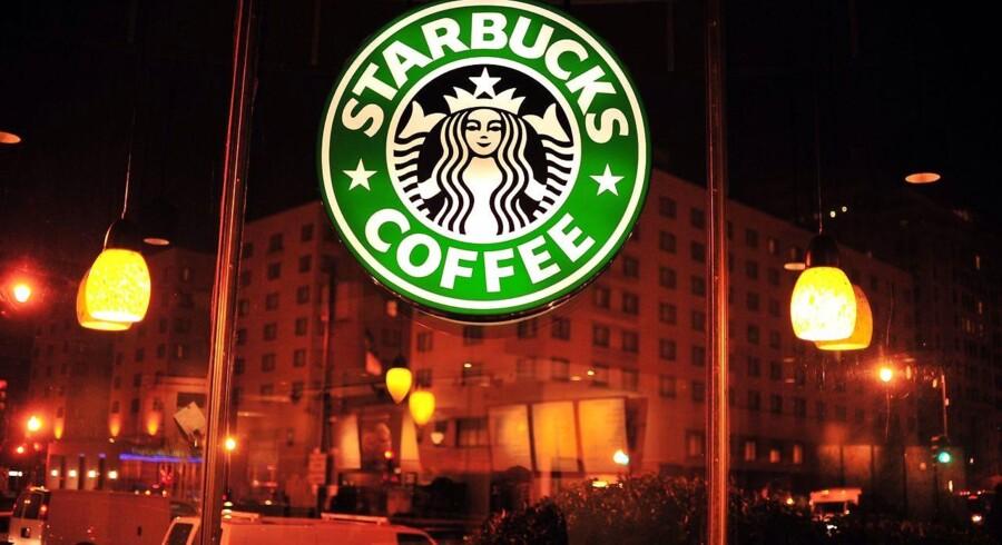 Efter kritik af en anholdelsesepisode vil Starbucks undervise alle ansætte i at forhindre forskelsbehandling.