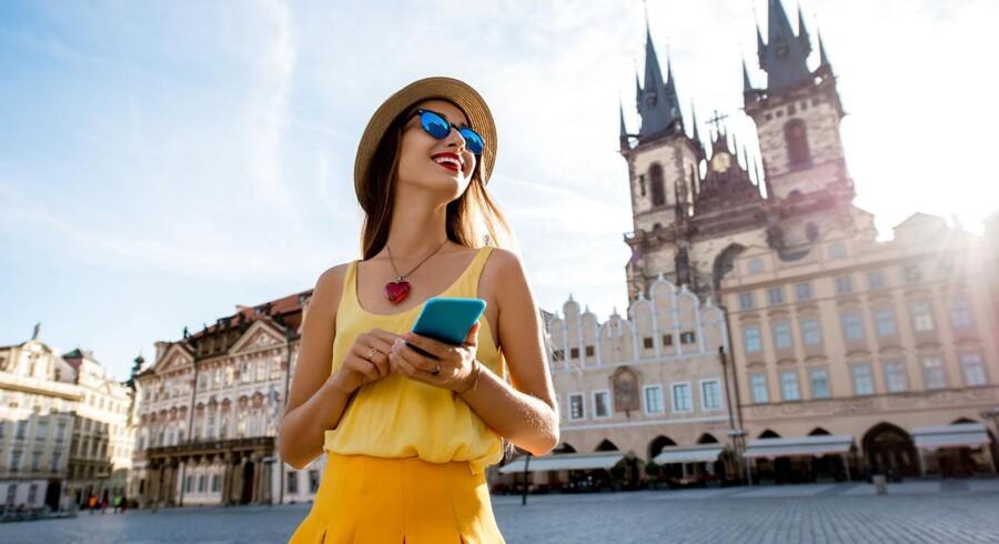Danskerne får travlt op til ferien med at checke deres mobilabonnementer, for nogle vil fremover kun virke i Danmark, mens andre vil stige i pris og se anderledes ud end i dag - hvis man da ikke direkte skifter abonnement eller sågar teleselskab. Arkivfoto: Shutterstock/Scanpix