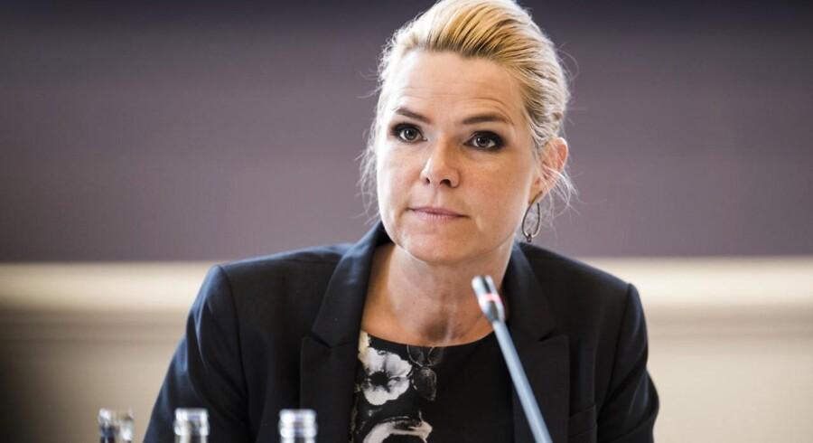Folketingets Udlændinge- og Integrationsudvalg har fredag den 23. juni 2017 kaldt udlændinge- og integrationsminister Inger Støjberg (V) i åbent samråd om beslutningen undtagelsesfrit at adskille ægtepar på asylcentre, hvor den ene ægtefælle er under 18 år. Det er andet samråd om samme sag og det første samråd 1. juni varede hele fem timer.