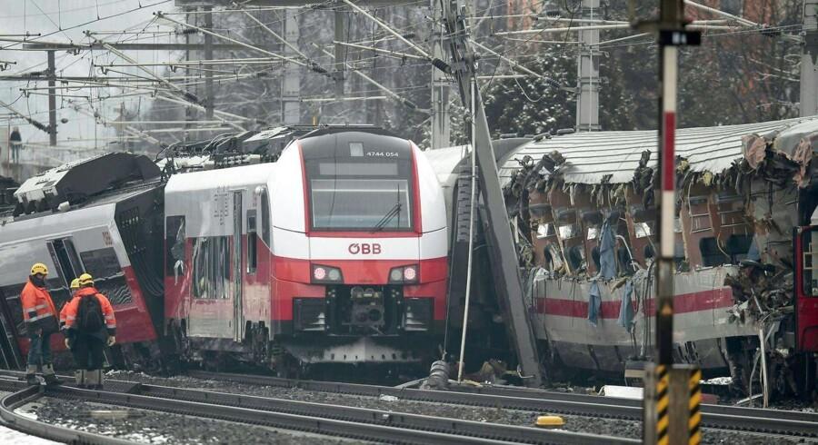 Politiet har ikke givet en forklaring på, hvorfor de to tog kunne ramme hinanden på togstationen i Niklasdorf.