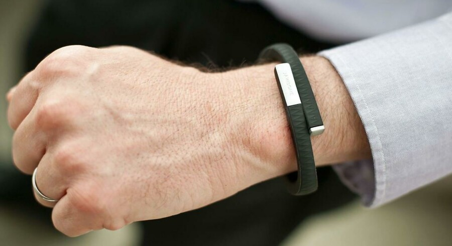 Mange har gennem tiden anskaffet sit et Jawbone-fittnessarmbånd for at kunne følge med i, hvordan det går med helbreddet, men nu lukker firmaet bag. Arkivfoto: Nicholas Kamm, AFP/Scanpix