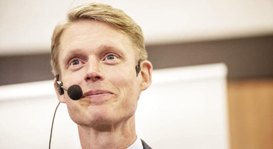 Henrik Poulsen, adm. direktør i DONG, regner med at geninvestere provenuet fra olie- og gassalget i havvind.