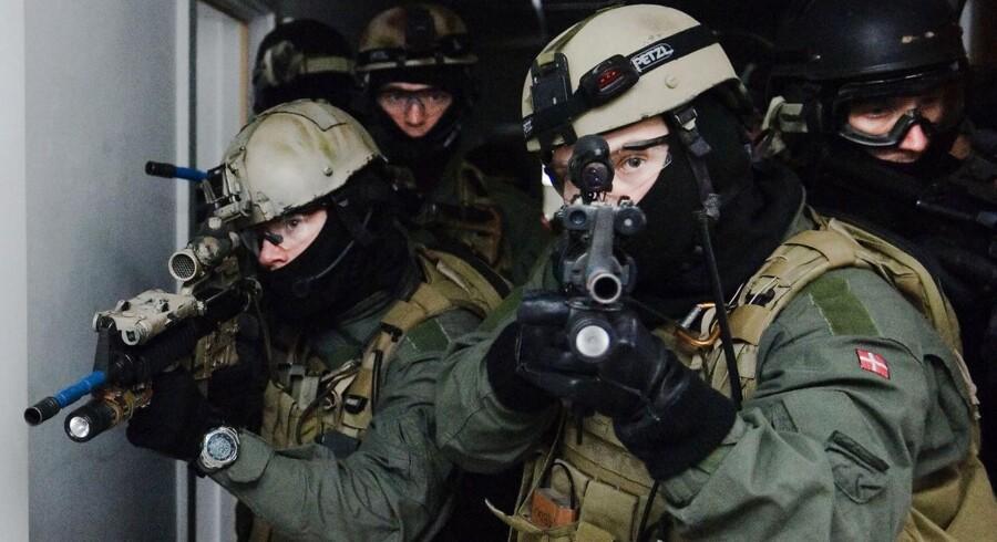 Frømandskorpset og Jægerkorpsets rækker har altid været lukket land for kvinder. Det ønsker specialkorpsenes chef nu at gøre op med.