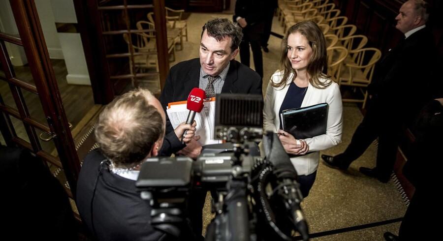 (ARKIV) Ib Poulsen (DF) og Maria Reumert Gjerding (EL) før samrådet på Christiansborg I København, torsdag den 9. november 2017.