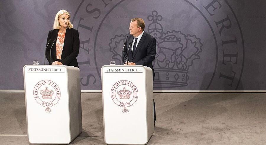 Pressemøde i statsministeriet. Statsminister Lars Løkke Rasmussen (V) indstiller Helle Thorning-Schmidt (S) til FN's flygtninge højkommisær fredag d. 4 september 2015. (Foto: Søren Bidstrup/Scanpix 2015)