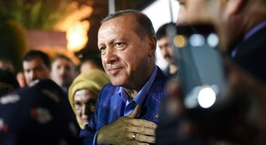 Den tyrkiske præsident Recep Tayyip Erdogan udtrykte i aftes stor tilfredshed med afstemningens resultat. / AFP PHOTO / Bulent Kilic