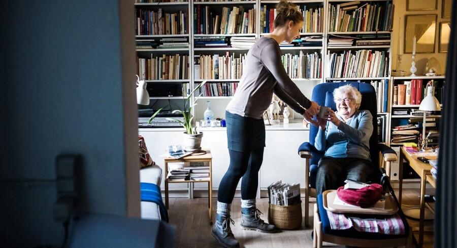 Københavns Kommune har enstemmigt vedtaget et forslag om fleksibel arbejdstid. Forslaget er baseret på et pilotprojekt, hvor kommunalt ansatte SOSU'er og sygeplejersker har kunnet vælge at gå op eller ned i tid. SOSU-medhjælper Pia Egbo er gået op i tid.