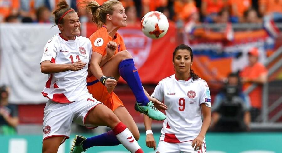 Tirsdag aften kom det frem, at forhandlingerne om en landsholdsaftale mellem Dansk Boldspil-Union (DBU) på den ene side og kvindelandsholdet og U21-landsholdet på den anden side er gået i hårdknude.