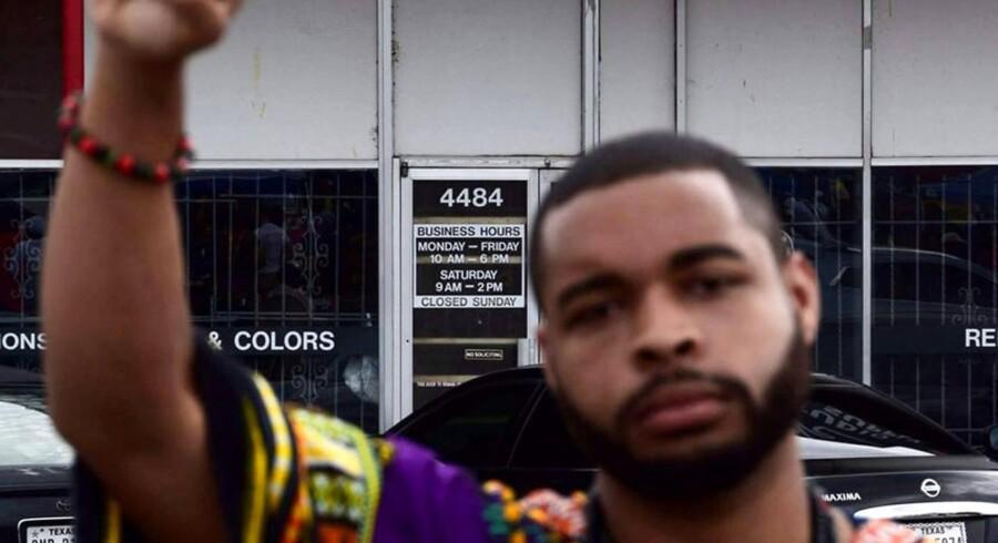 Privatfoto af 25-årig Micah Johnson, der er mistænkt for at havde skudt og dræbt fem betjente og såret ni andre.