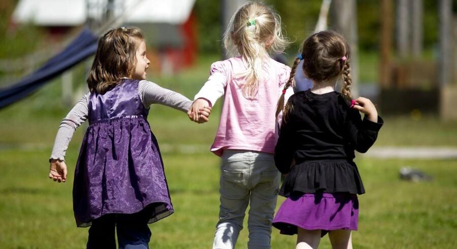 Arkivfoto: Pædagoger er klædt fint på til at håndtere børns seksualitet. Men der er brug for mere dialog med forældrene.