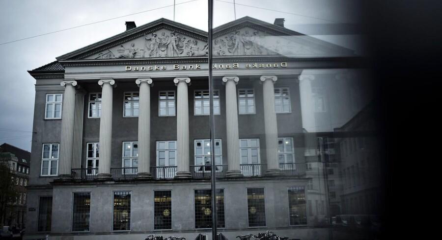 Danske Bank kan blive den første af de store danske banker, der tilbyder investeringskunderne billig robotrådgivning.