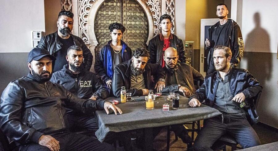 Rollelisten er spækket med skulende gangsterrappere og lokale skuespiller med rødder i det arabiske miljø i Berlin