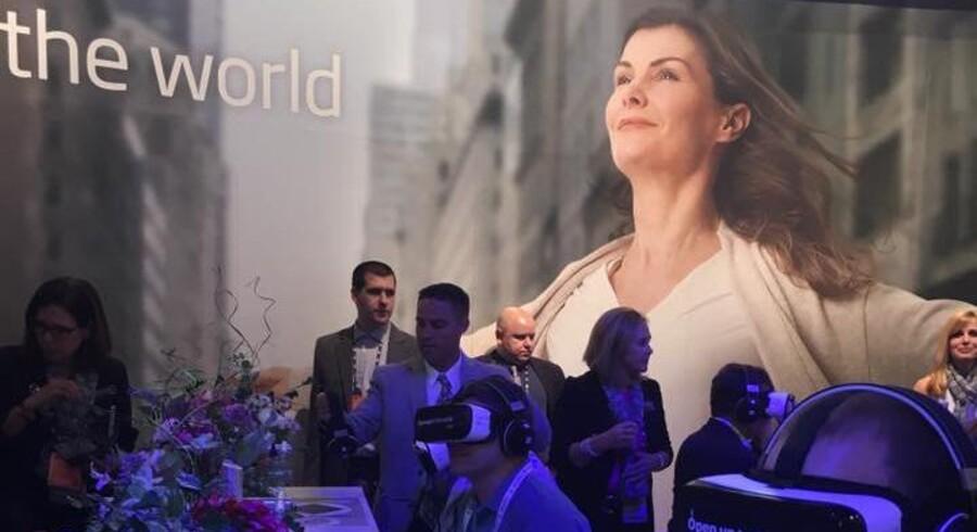 En scene fra Oticons virtual reality-film om, hvordan ny og gammel teknologi virker i en klassisk vanskelig lyttesituation. Filmen er lavet i samarbejde med design- og teknologibureauet Molamil. PR-foto
