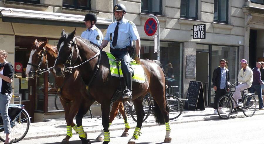 Politi til hest på Nørrebro. Foto: Lissen Jacobsen