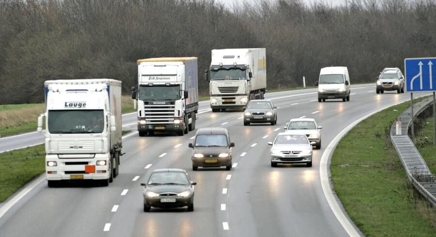 Lovgivning rettet mod udenlandske lastbilchauffører, der kører i Danmark, er med til at reducere kapaciteten i transportbranchen. Arkivfoto: Claus Fisker