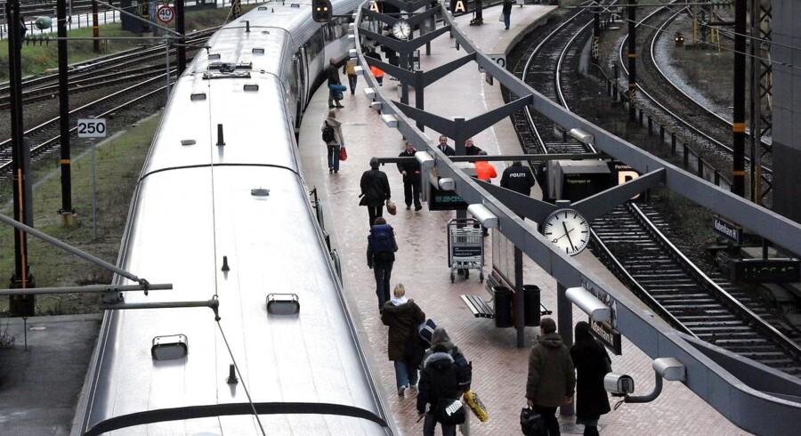 Utilfredsheden med de danske tog stiger. Tog til tiden, service, toiletforhold og parkeringsforhold er noget af det, som færrest er tilfredse med. Det viser en ny undersøgelse fra Forbrugerrådet Tænks Passagerpulsen.