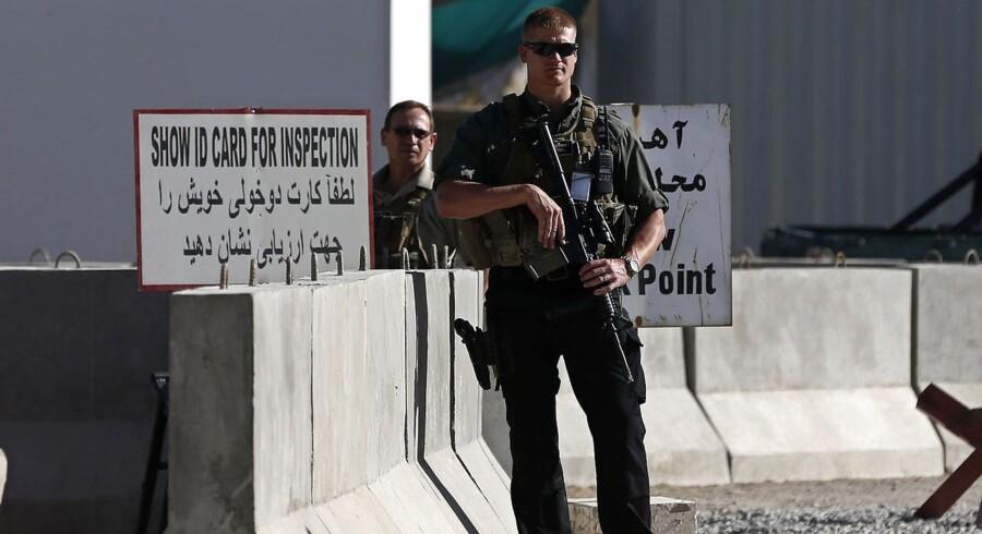Et raketnedslag i Kabuls lufthavn er hændt, kort efter at USAs forsvarsminister, James Mattis, er ankommet til landet.