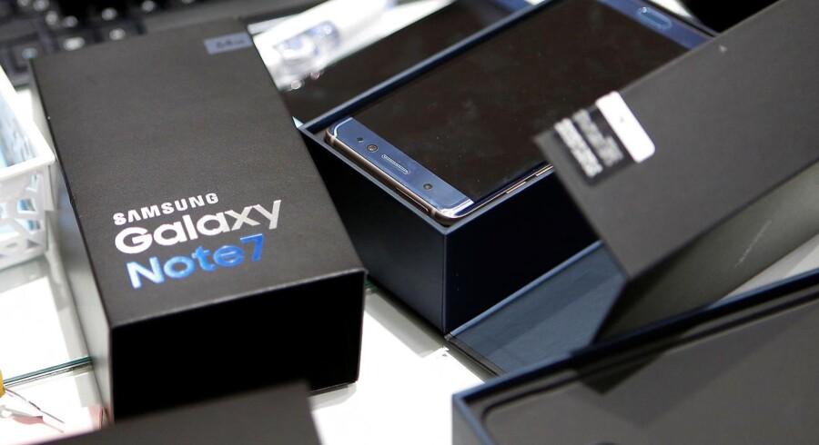 Alle 2,5 millioner Galaxy Note 7-telefoner er kaldt tilbage men endnu ikke alle ankommet til Samsung, som intenst leder efter årsagen til, at flere telefoner er overophedet eller eksploderet. Arkivfoto: Kim Hong-Ji, Reuters/Scanpix