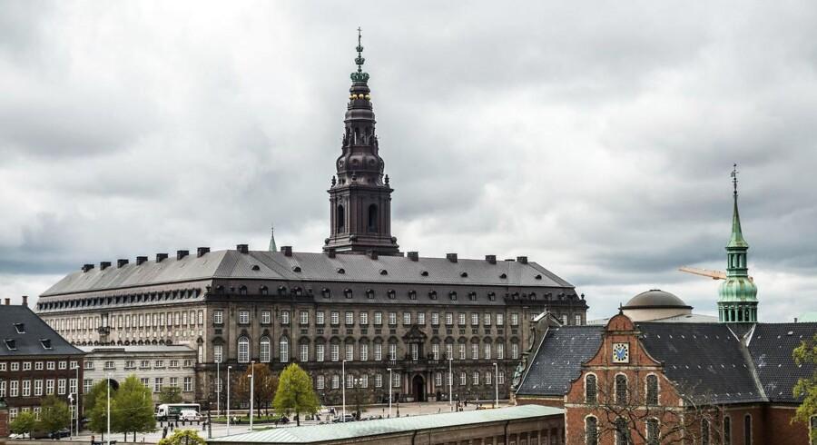 Christiansborg skal beskyttes af store granitkugler fra Christiansborg Slotskirke til Rigsdagsgården.