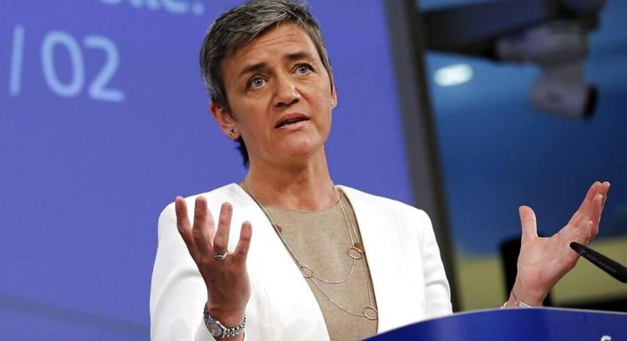 Syv spanske fodboldklubber skal betale millioner tilbage, som de har modtaget i ulovlig statsstøtte, siger EU's konkurrencekommissær, Margrethe Vestager.