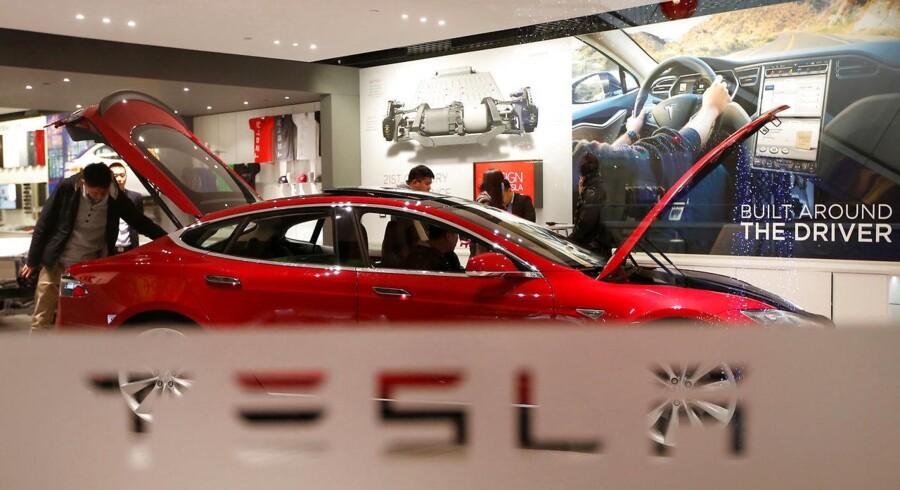 Det er godt, når bilejere og -forhandlere kan blive enige om at løse problemer med bilerne uden at involvere myndighederne. Men det er langtfra i branchens interesse, at kunderne får mundkurv på, som Tesla ifølge FDM i flere tilfælde har praktiseret.