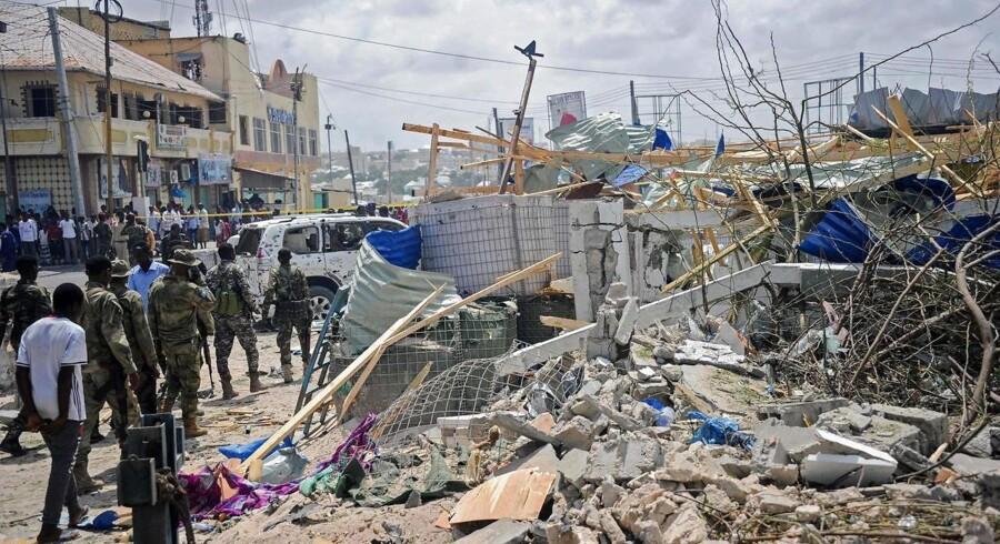 Angrebet begyndte tidligt på dagen med udløsningen af en selvmordsbombe. / AFP PHOTO / Mohamed ABDIWAHAB