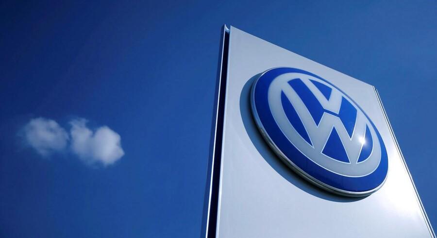 Arkivfoto. Bestyrelsesformanden ved den tyske bilproducent Volkswagen, Hans Dieter Poetch, har indkaldt til et ekstraordinært bestyrelsesmøde onsdag eftermiddag i kølvandet på nyheden om, at EU's konkurrencemyndighed undersøger sagen om et kartel mellem flere tyske bilproducenter.
