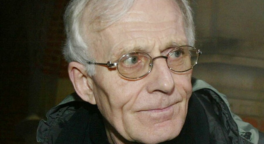 ARKIVFOTO: Tvinds leder, Mogens Amdi Petersen, forlader retten i Ringkøbing, den 7. januar 2003.